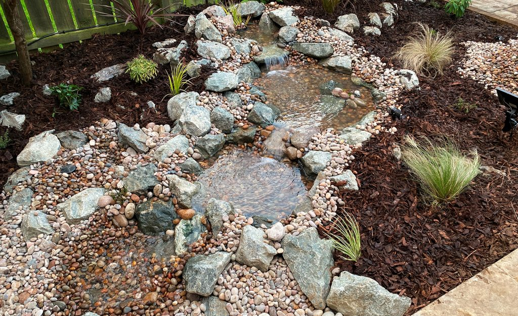 Pondless water fall feature